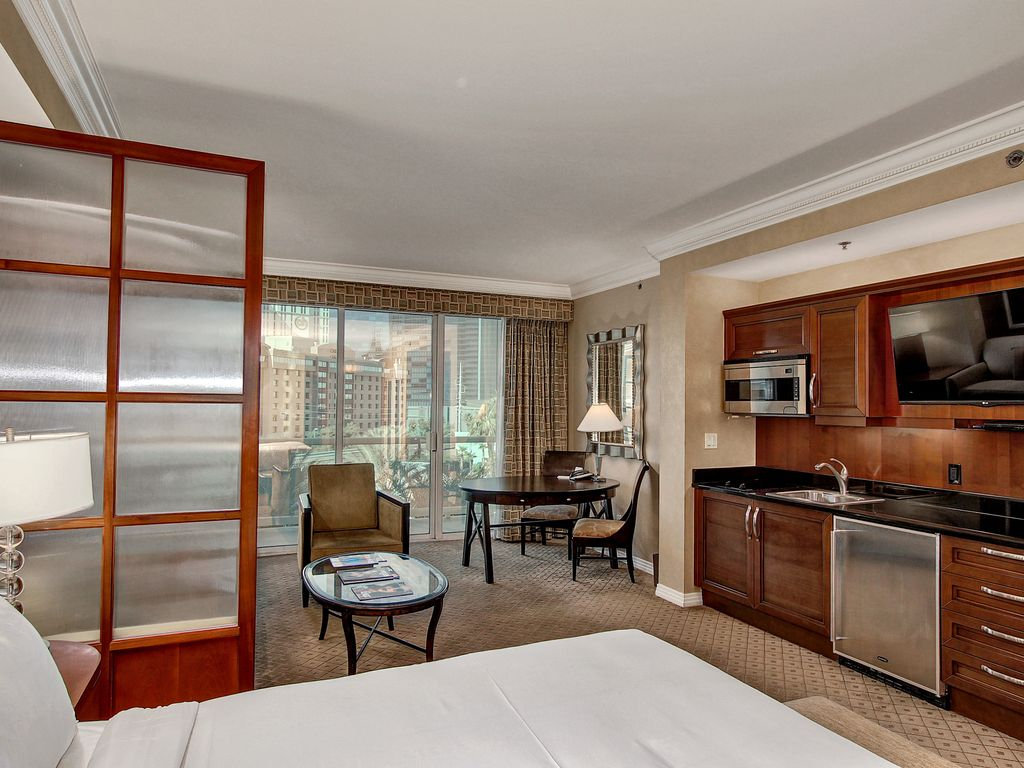 mgm signature deluxe suite review