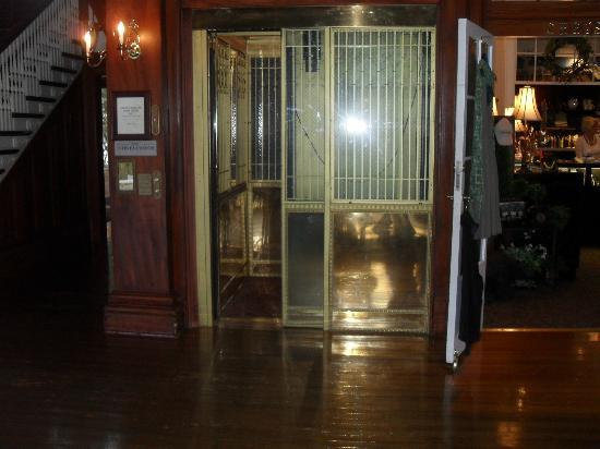 stanley hotel ghost tour reviews